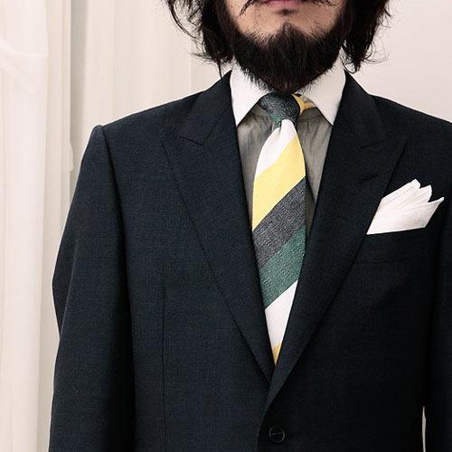 黒のスーツに合うネクタイ クールなコーデを徹底解説